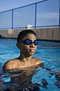 Teenage boy in swimming pool - MAUF000563