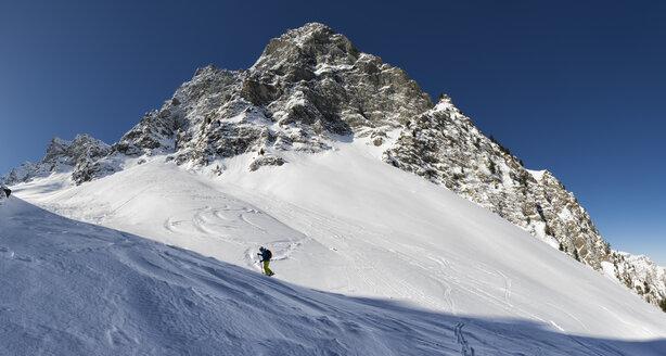 France, Hautes Alpes, Queyras Nature Park, Saint Veran, Tete de longet, ski mountaineering - ALRF000454