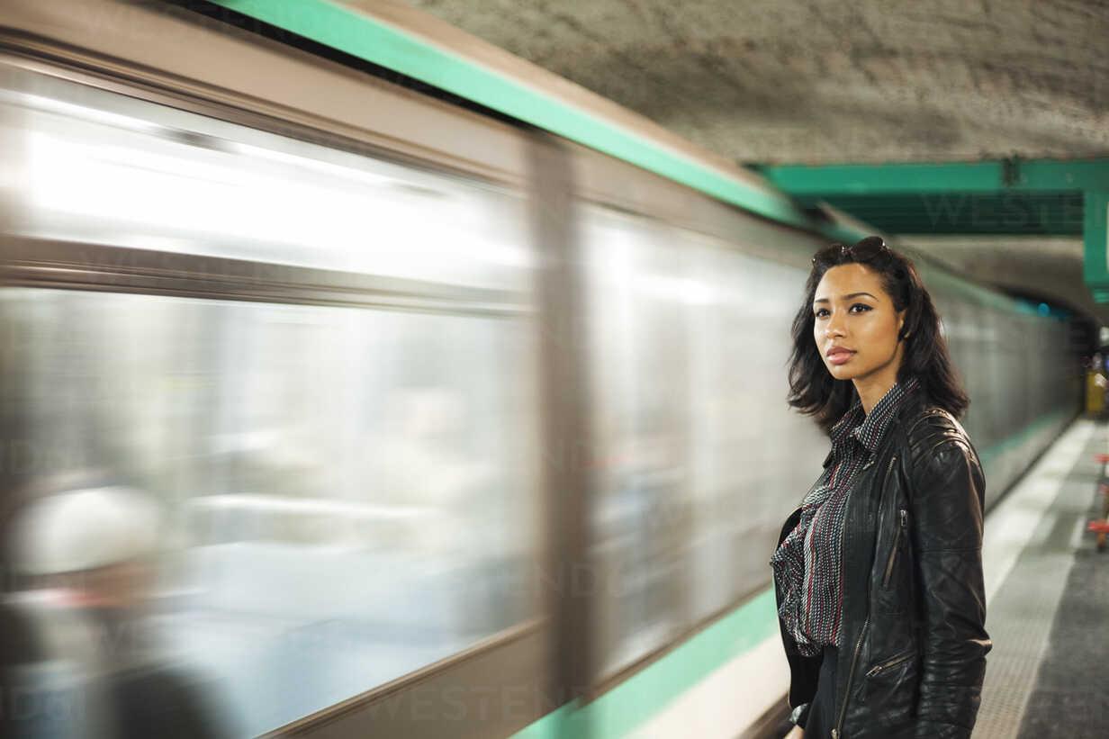 France, Paris, young woman at underground station - ZEDF000125 - Zeljko Dangubic/Westend61