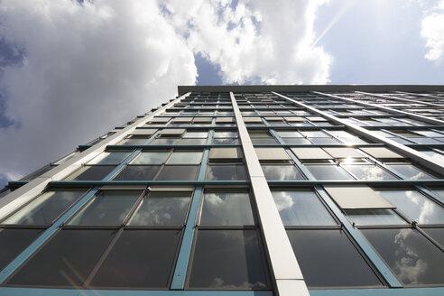 Germany, Berlin, facade of modern office building - CMF000442