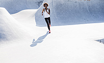 Young woman running in skatepark - UUF007271