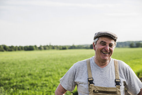 Portrait of smiling farmer at a field - UUF007351
