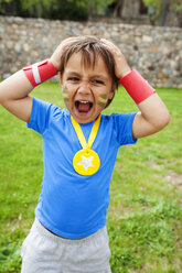 Little boy with medal around his neck screaming - VABF000497