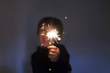 Ltle boy holding a sparkler - VABF000503