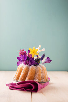 Ring cake with different spring flowers - MYF001485