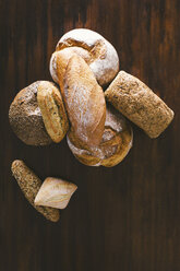 Variety of hand made breads, seeds bread, integral, load bread and rustic on wood - EBSF001404