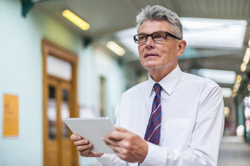Senior businessman holding digital tablet - DIGF000546