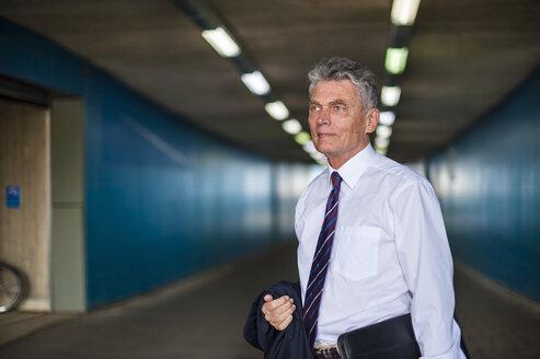Senior businessman in a tunnel - DIGF000555