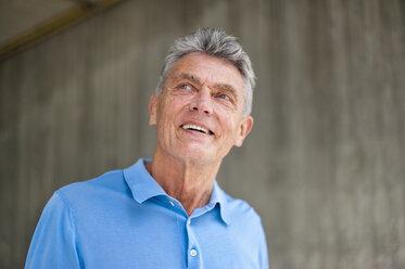 Smiling senior man looking up - DIGF000561