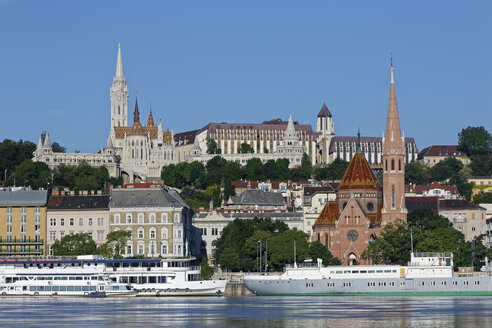 Hungary, Budapest, Pest, Matthias Church and Fishermans Bastion, Danube river - GFF000587