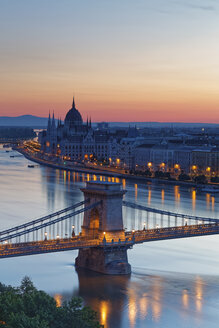 Hungary, Budapest, View to Pest with parliament building, Chain bridge and Danube river, afterglow - GFF000602
