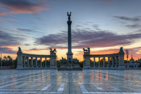 Hungary, Budapest, Heroes' Square, Millennium Monument at sunset - GFF000620