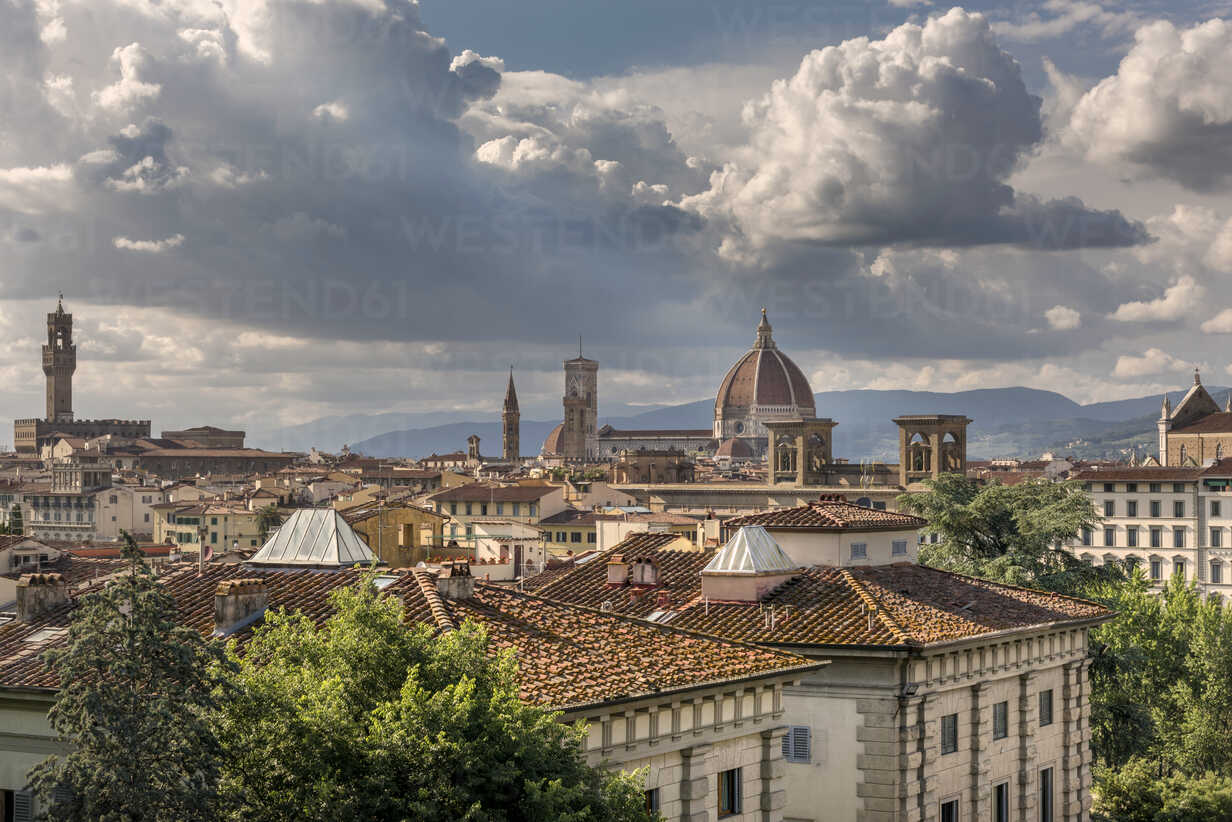 Italy, Tuscany, Florence, historical old town with Santa Maria del Fiore, Palazzo Vecchio, and Badia Fiorentina - CSTF001081 - Carmen Steiner/Westend61