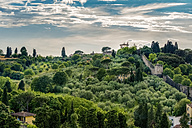 Italy, Tuscany, Florence, View over park Giardino delle rose and historic city wall - CSTF001084