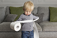 Toddler playing with lavatory roll at home - LITF000317