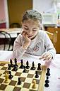 Little girl playing chess - RAEF001175