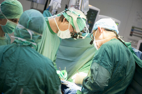 Heart surgeons during a heart operation - MWEF000043