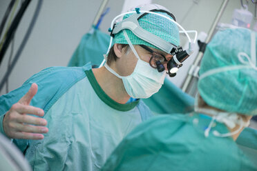 Heart surgeons during a heart operation, changing surgical gloves - MWEF000049