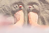 Feet in sand - SIPF000518
