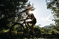 Mountain biker on the move in backlight - JRFF000713