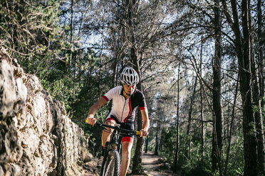Mountain biker on the move - JRFF000719