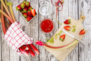 Glass of rhubarb strawberry mush - LVF004897