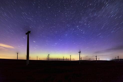 Scotland, Dunbar, wind park, aurora borealis and stars - SMAF000465