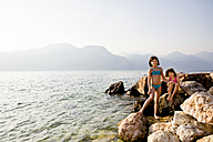Italy, Brenzone, two little sister at lakeshore - LVF004914