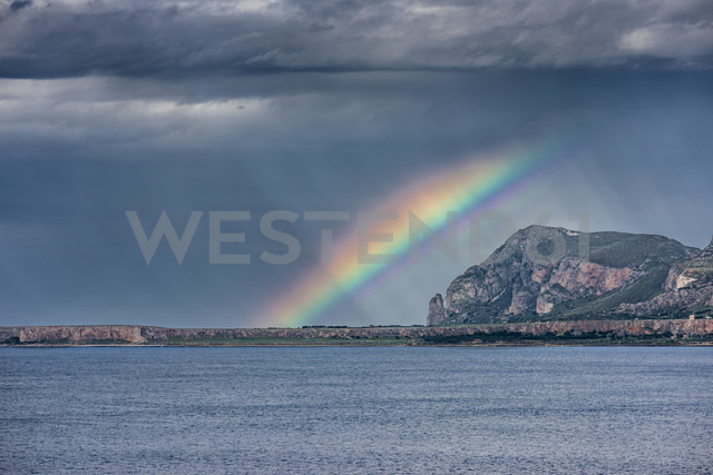 Italy, Sicily, Province of Trapani, climbing rock Monte Monaco, stormy atmosphere and rainbow - HWOF000112 - HWO/Westend61