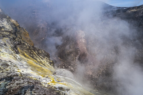 Italy, Sicily, Mount Etna, crater rim - HWOF000115