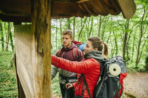 Serbia, Rakovac, young couple hiking - ZEDF000170