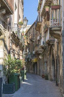 Italy, Sicily, Syracuse, Old town, Via Consiglio Reginale - HWOF000122