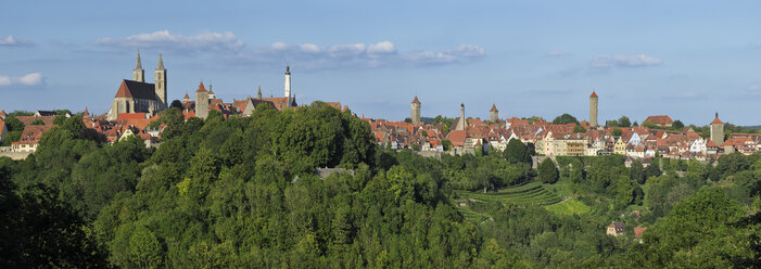 Germany, view to Rothenburg ob der Tauber - RUEF001722
