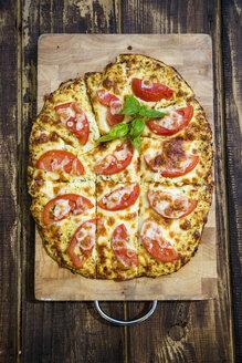 Homemade pizza with cauliflower and tomatoes - SARF002728
