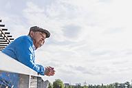 Senior man looking at distance - UUF007617