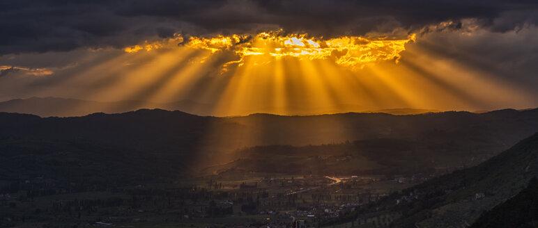 Italy, Umbria, Apennines, Gubbio at sunset - LOMF000286