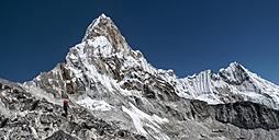 Nepal, Himalaya, Solo Khumbu, Everest region Ama Dablam, mountaineer - ALRF000508