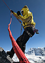 Nepal, Himalaya, Solo Khumbu, Everest region Ama Dablam, mountaineer with rope at rock face - ALRF000511