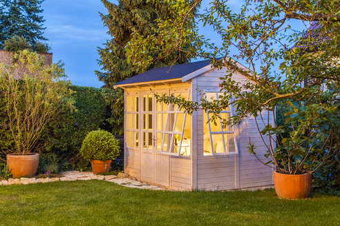 Lighted garden shed - WDF003607