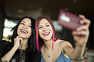 Young woman in cafe taking selfies - JASF000807