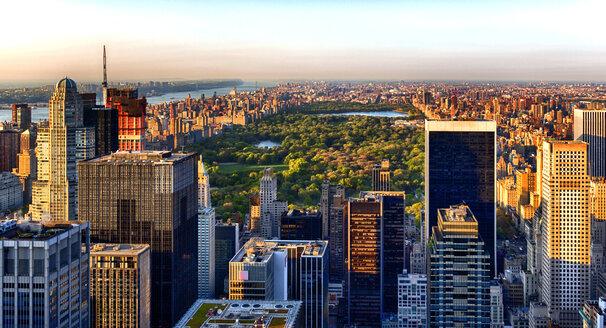 USA, New York, New York City, Brooklyn, cityscape in the evening - JLRF000059