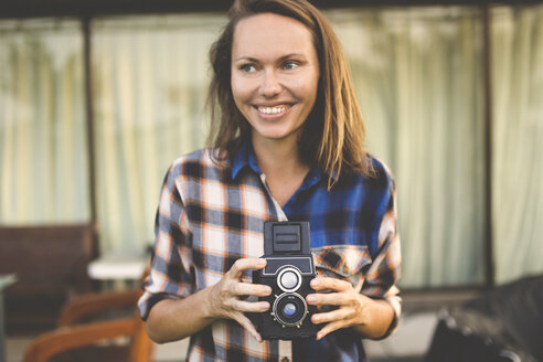 Woman with vintage camera - KNTF000327