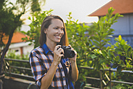 Woman with vintage camera - KNTF000330