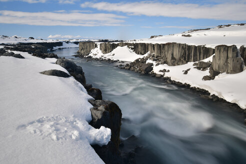 Iceland, Dettifoss waterfall in snow - FDF000184