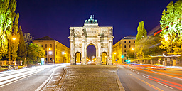 Germany, Bavaria, Munich, Victory Gate at night - WDF003626