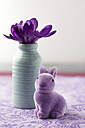 Easter decoration with purple Easter bunny and flower vase with crocus - MYF001501