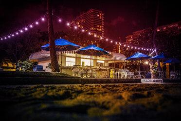 USA, Hawaii, Oahu, Waikiki Beach, snack house at night - NG000351