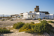 Spain, Andalusia, Tarifa, Beach of Los Lances, with the castle of Santa Catalina in background - KIJF000438