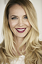 Portrait of smiling blond woman with red lips - GDF001017