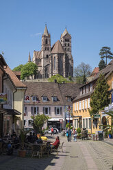 Germany, Baden-Wuerttemberg, Breisach, Old town, View to Breisach Minster - EL001764